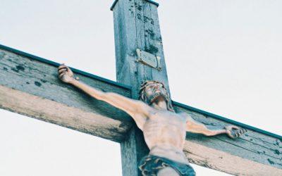 Bisschop loopt kruisweg van Titus Brandsma
